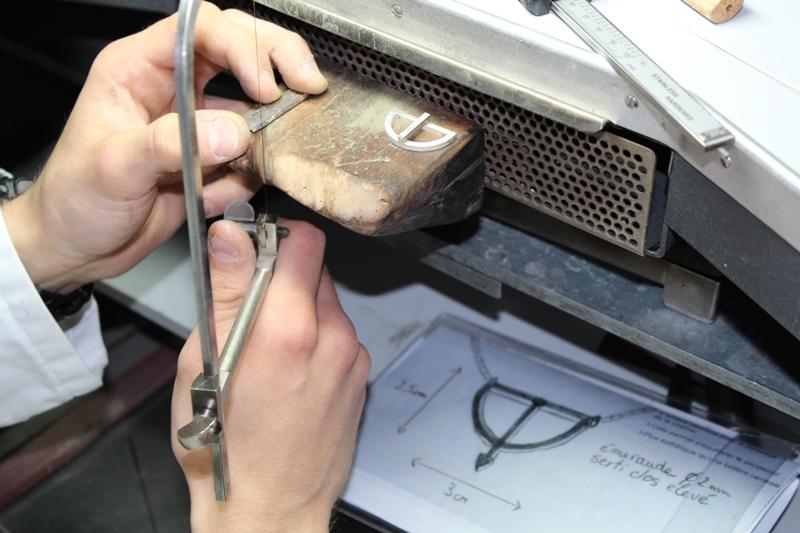 Fabrication du collier sur mesure par le bijoutier